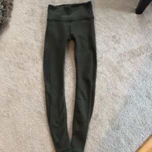 lylulemon sage colored leggings. EUC!